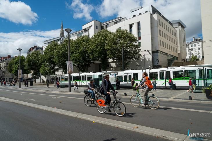 Olivier-Guitard_Nantes-Tramway-velos